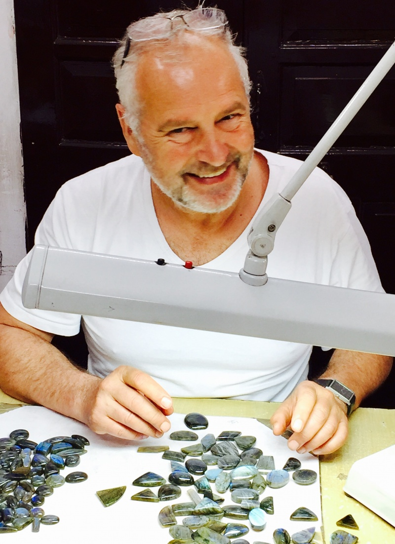 roberto-leonardi-leonardiarte-at-workchoosing-precious-stones